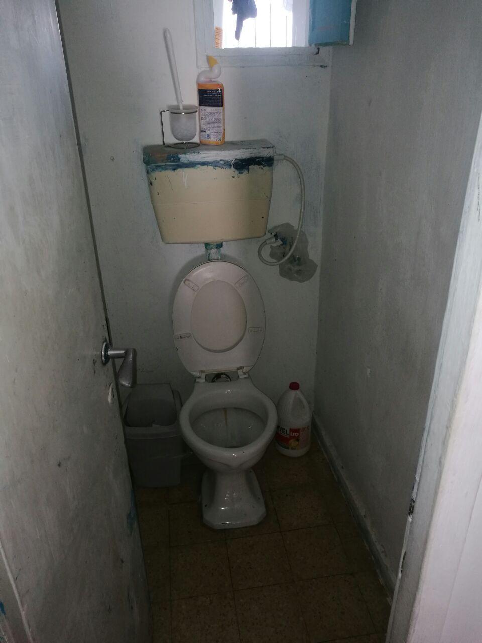 שיפוץ חדר שירותים לפני